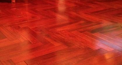 sàn gỗ giáng hương với giá sàn gỗ tự nhiên đắt
